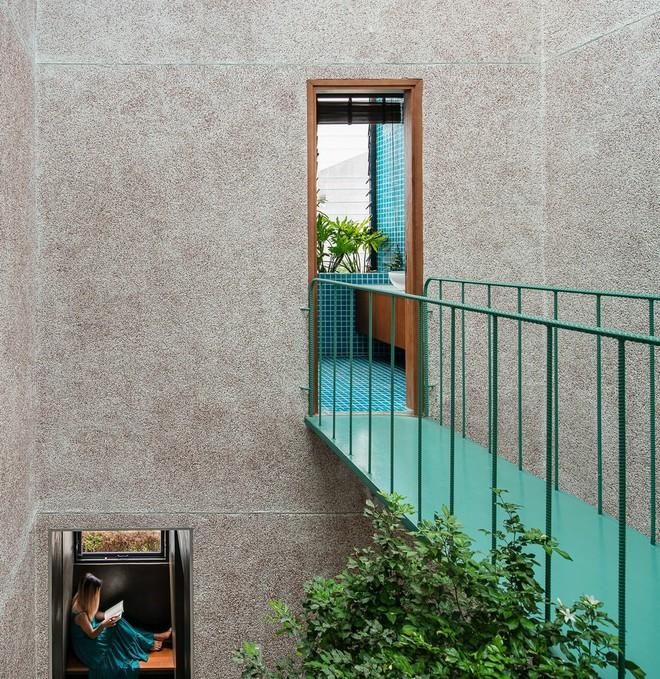 Lạ mắt với căn nhà có cầu thang xanh ngắt, bao phủ bởi khu vườn nhiệt đới - Ảnh 10.