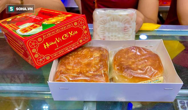 Khách Hà Nội xếp hàng tới tiệm bánh Trung Thu của ông chủ 91 tuổi để lấy không khí - Ảnh 12.