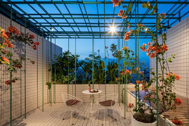 Lạ mắt với căn nhà có cầu thang xanh ngắt, bao phủ bởi khu vườn nhiệt đới - Ảnh 13.