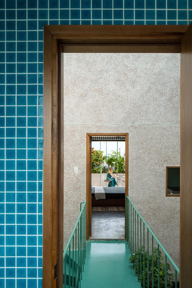 Lạ mắt với căn nhà có cầu thang xanh ngắt, bao phủ bởi khu vườn nhiệt đới - Ảnh 12.