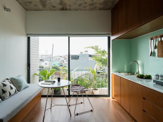 Lạ mắt với căn nhà có cầu thang xanh ngắt, bao phủ bởi khu vườn nhiệt đới - Ảnh 4.