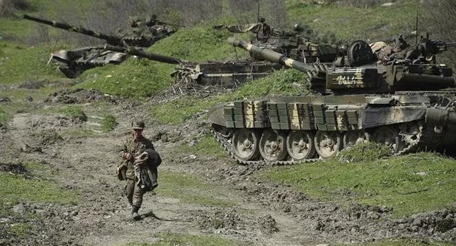 Armenia, Azerbaijan đối diện chiến tranh toàn diện: Thiết quân luật, tổng động viên - S-300 bị tiêu diệt, Su-30 lâm trận? - Ảnh 1.