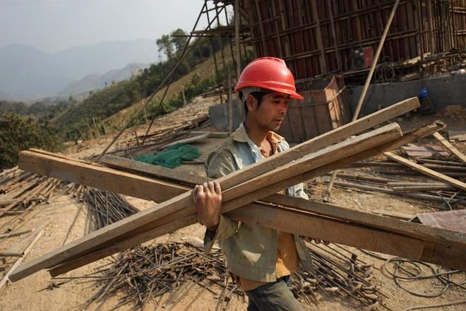 Tuyến đường sắt 6 tỉ USD gây tranh cãi của TQ tại Lào: Hiện thực hóa giấc mộng thoát nghèo hay bẫy nợ? - Ảnh 1.