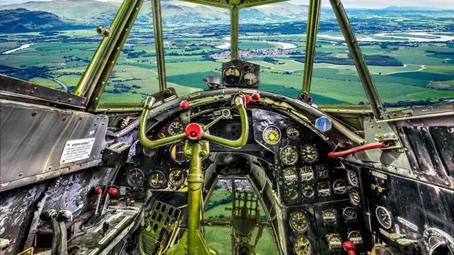 Hình ảnh bên trong buồng lái những chiếc máy bay huyền thoại của Liên Xô - Ảnh 1.
