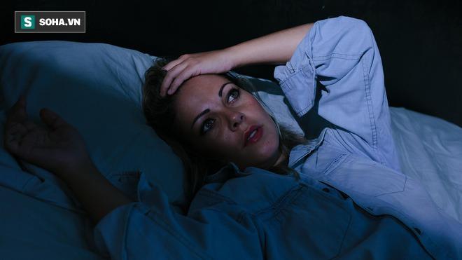 Mất ngủ là 1 trong 3 nỗi khổ lớn nhất đời người: Áp dụng bí quyết này để ngủ ngon đến sáng - Ảnh 1.