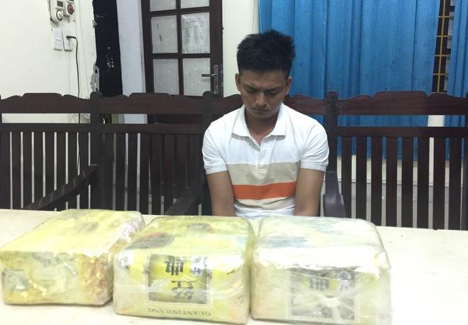 Video trinh sát đào đất lấy lô ma túy trị giá 10 tỷ đồng của ông trùm ở xứ Nghệ - Ảnh 4.