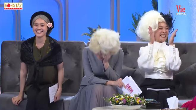 NSƯT Mạnh Dung 81 tuổi vẫn hôn vợ tình cảm trên truyền hình, khiến đàn em bất ngờ - Ảnh 5.