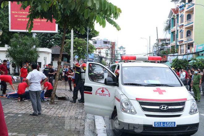 Diễn tập giải cứu 200 người trong đám cháy nhà hàng tiệc cưới ở Sài Gòn - Ảnh 12.
