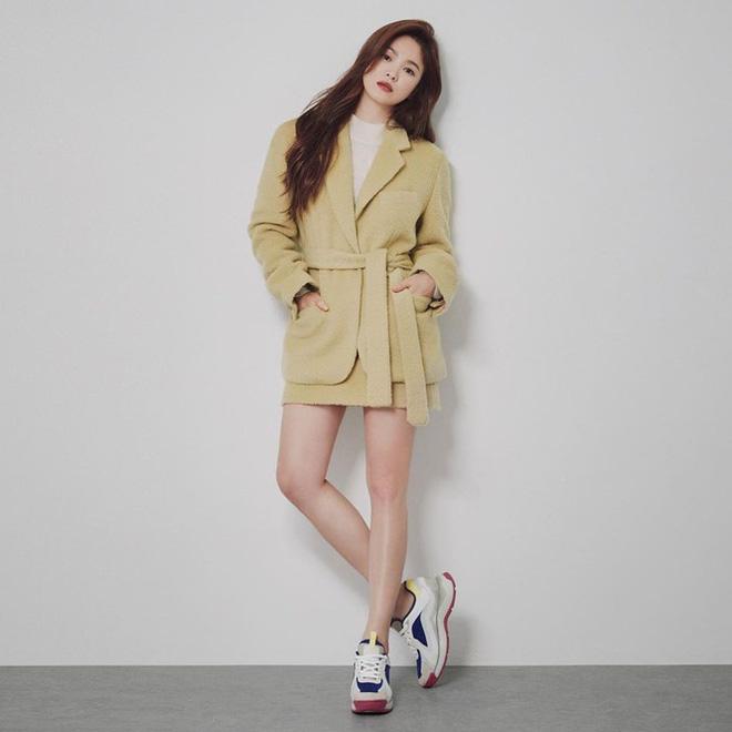 Song Hye Kyo gợi cảm bất ngờ với style tóc nâu môi trầm - Ảnh 4.