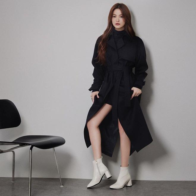 Song Hye Kyo gợi cảm bất ngờ với style tóc nâu môi trầm - Ảnh 6.