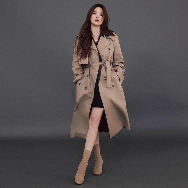 Song Hye Kyo gợi cảm bất ngờ với style tóc nâu môi trầm - Ảnh 9.