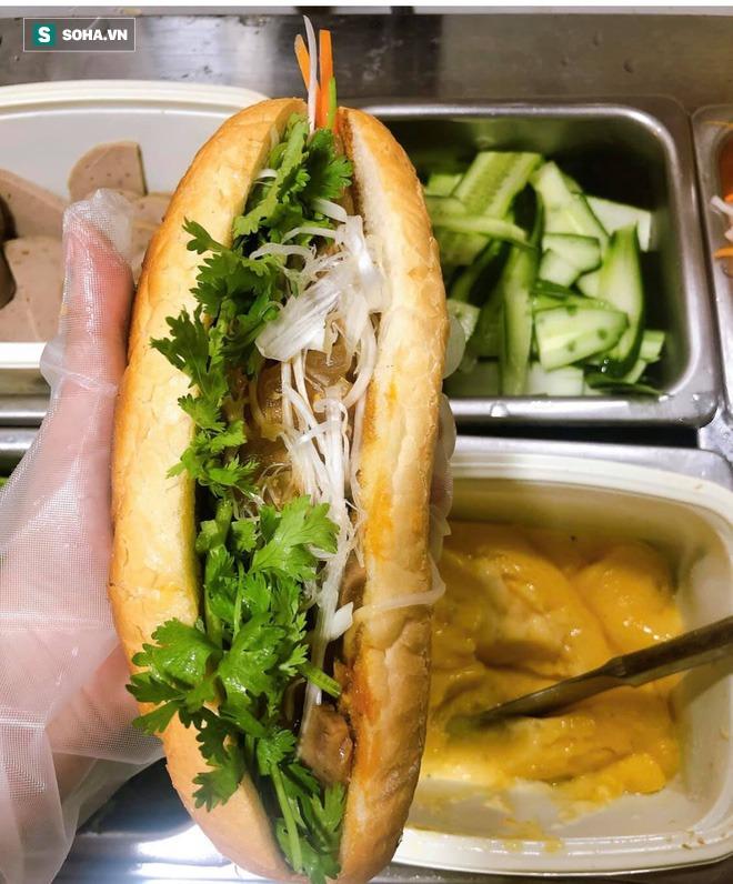 Quán bánh mì Việt Nam của hai anh em du học sinh trên đất Nhật: Giá 100.000 đồng/chiếc, khách đông nghịt - Ảnh 6.