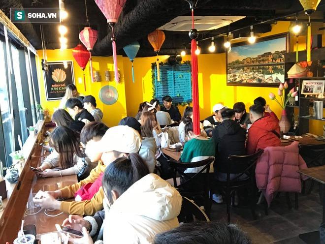 Quán bánh mì Việt Nam của hai anh em du học sinh trên đất Nhật: Giá 100.000 đồng/chiếc, khách đông nghịt - Ảnh 1.
