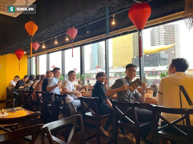 Quán bánh mì Việt Nam của hai anh em du học sinh trên đất Nhật: Giá 100.000 đồng/chiếc, khách đông nghịt - Ảnh 8.