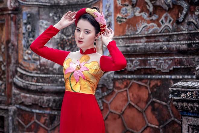 Mỹ nhân có mái tóc đẹp nhất Hoa hậu Việt Nam 2016 duyên dáng trong tà áo dài - Ảnh 4.