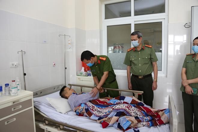 Quảng Ninh: Truy bắt đối tượng buôn ma túy, trung úy cảnh sát bị đâm thủng gan, dạ dày - Ảnh 1.