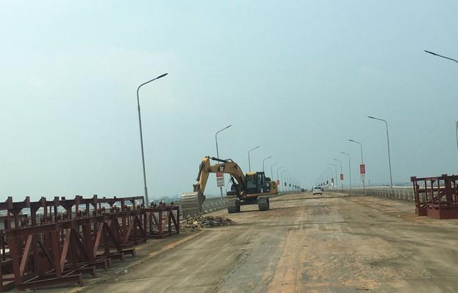 Đại diện Bộ Giao thông vận tải: Công nghệ sửa mặt cầu Thăng Long không phải của Trung Quốc - Ảnh 1.
