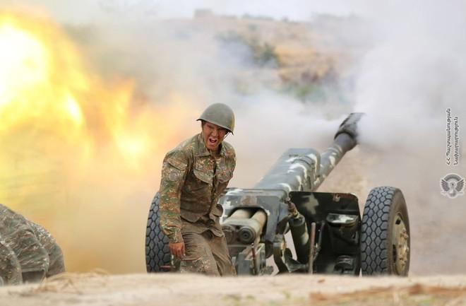 24h qua ảnh: Binh sĩ Armenia nã pháo hạng nặng trong cuộc chiến biên giới - Ảnh 4.