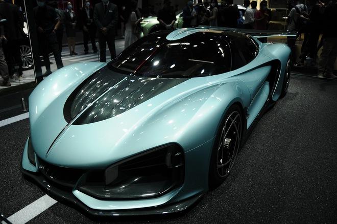 Cận cảnh chiếc ô tô kỳ lạ do Trung Quốc sản xuất, có giá ngang siêu xe Ferrari LaFerrari  - Ảnh 1.