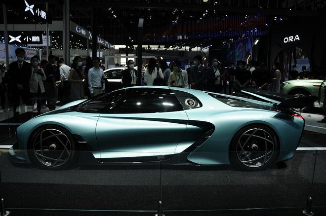 Cận cảnh chiếc ô tô kỳ lạ do Trung Quốc sản xuất, có giá ngang siêu xe Ferrari LaFerrari  - Ảnh 2.