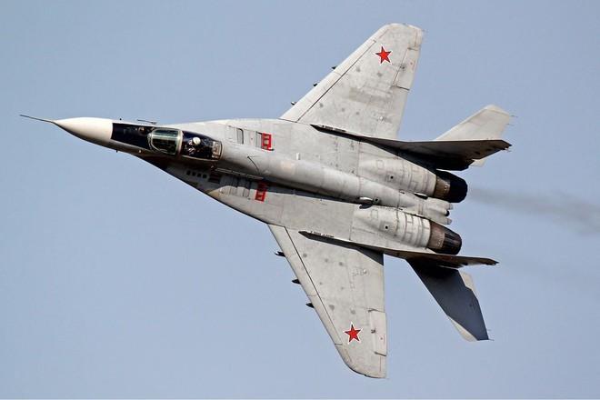 Xuất hiện video lực lượng Karabakh bắn hạ máy bay quân sự Azerbaijan - Nga chuyển gấp vũ khí nóng cho Armenia? - Ảnh 1.