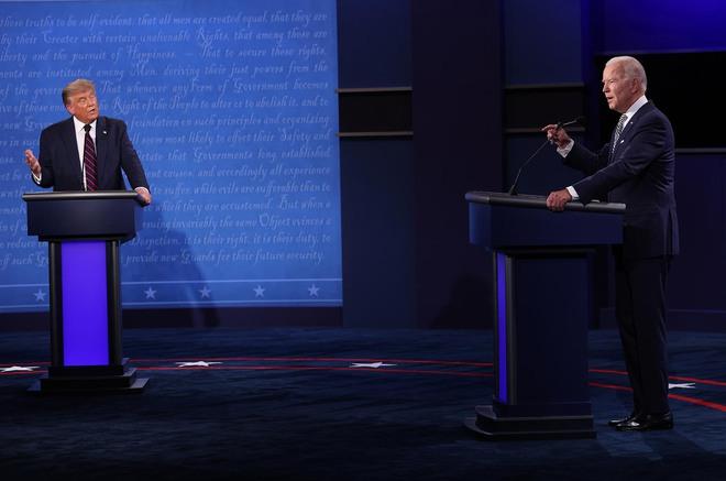 Buổi tranh luận tổng thống đầu tiên: Ông Trump liên tục cướp lời, người điều phối phải can thiệp liên tục - Ảnh 1.