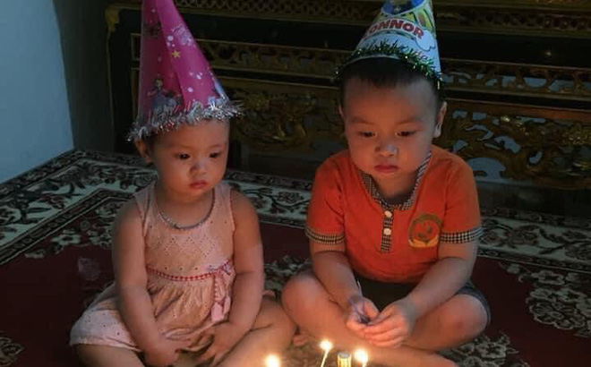 """Mẹ làm bánh sinh nhật, nhưng biểu cảm của con khi nhận quà khiến dân mạng """"không thể nhịn cười"""""""