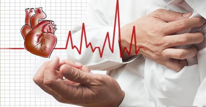 Vã mồi hôi, đau tức ngực: Dấu hiệu của căn bệnh nguy hiểm có nguy cơ tử vong tới 80% - Ảnh 1.