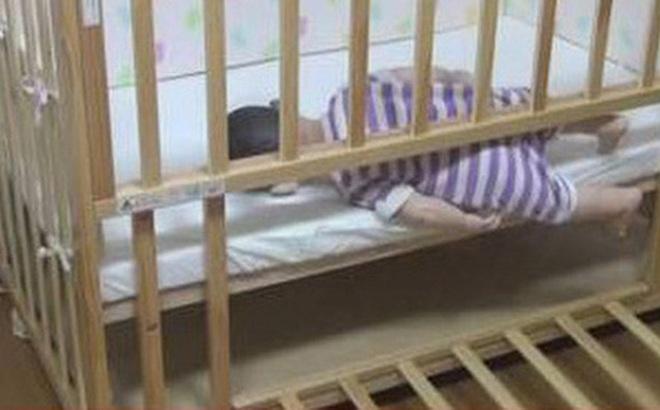 Bé gái 9 tháng tuổi chết ngạt ở trong cũi, khám nghiệm tử thi mới phát hiện hành vi khó dung thứ của người cha