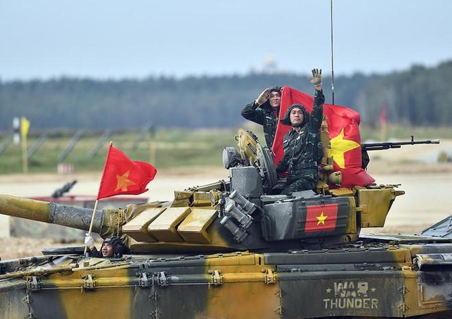 Vỡ òa khoảnh khắc Việt Nam về nhất cuộc thi Tank Biathlon - Ảnh 1.
