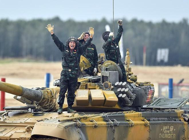 Vỡ òa khoảnh khắc Việt Nam về nhất cuộc thi Tank Biathlon - Ảnh 3.