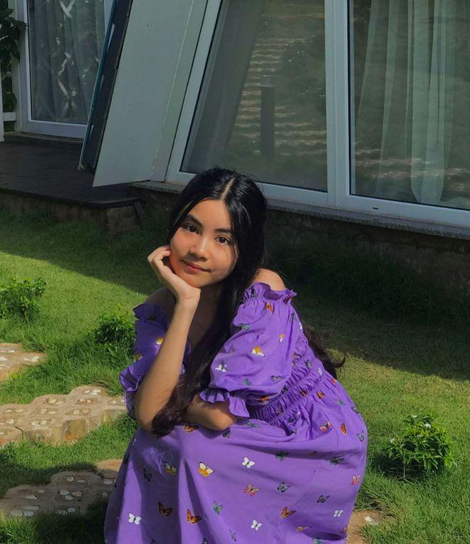 Con gái út nhà MC Quyền Linh càng lớn càng xinh xắn dễ thương không kém gì chị gái - Ảnh 2.