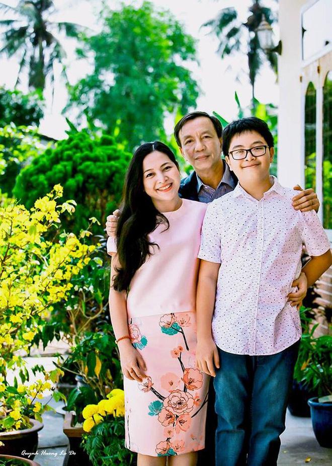 Bị mẹ ngăn cấm, khủng bố đàn áp, cuộc hôn nhân của MC Quỳnh Hương và chồng hơn 14 tuổi ra sao? - Ảnh 1.