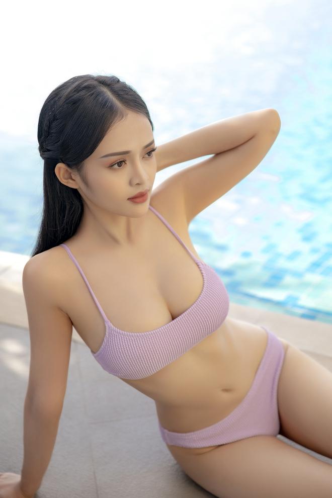 Loạt ảnh bikini nóng bỏng của MC Thanh Trúc, vòng eo 54 cm gây chú ý - Ảnh 1.