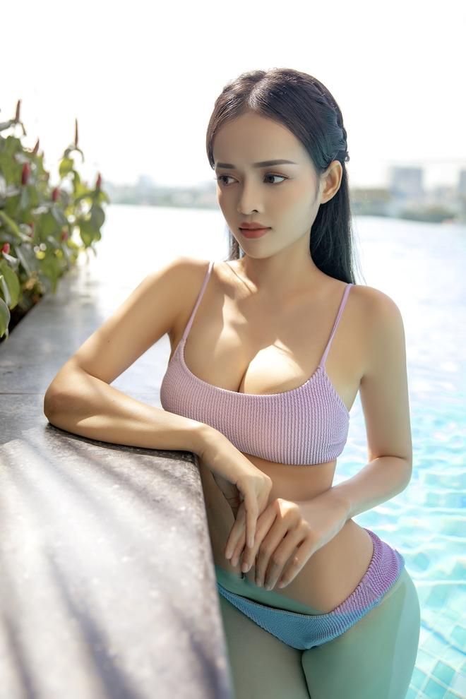 Loạt ảnh bikini nóng bỏng của MC Thanh Trúc, vòng eo 54 cm gây chú ý - Ảnh 2.