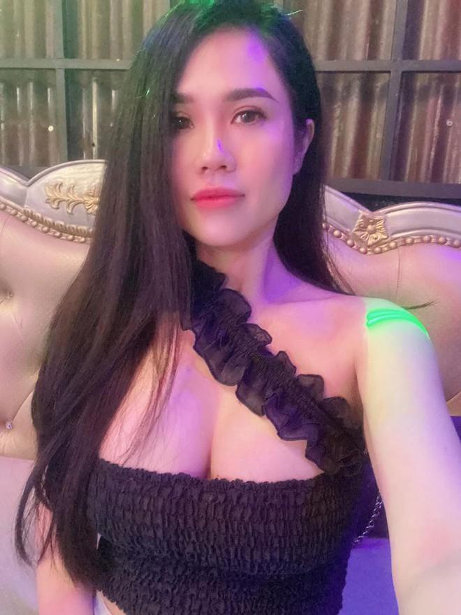 Nhan sắc nóng bỏng của chị ruột Ngọc Trinh ở tuổi U40 - Ảnh 3.