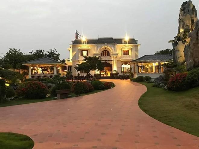 Biệt thự vườn 2.000 m2, có hồ cá Koi của đại gia Nam Định được rao bán với giá không tưởng - Ảnh 1.