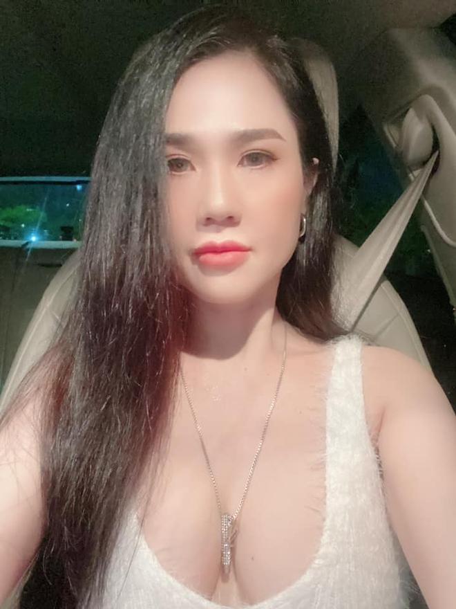 Nhan sắc nóng bỏng của chị ruột Ngọc Trinh ở tuổi U40 - Ảnh 4.
