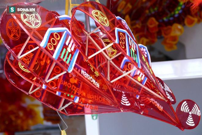 Người dân xóm lồng đèn lâu đời ở Sài Gòn làm túc tắc theo đơn đặt hàng vì Covid-19 - Ảnh 6.