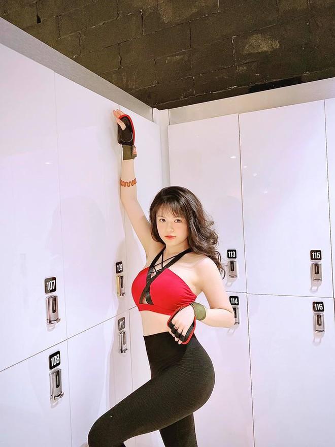 Nhan sắc nóng bỏng của hot girl đóng phim từ năm 10 tuổi thành MC VTV - Ảnh 11.