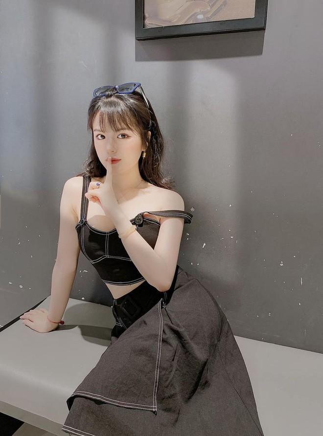 Nhan sắc nóng bỏng của hot girl đóng phim từ năm 10 tuổi thành MC VTV - Ảnh 2.