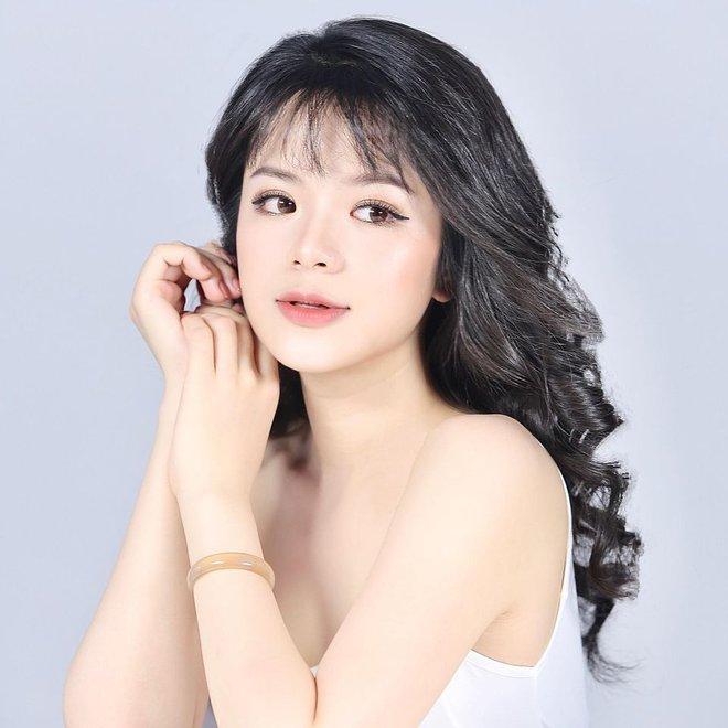 Nhan sắc nóng bỏng của hot girl đóng phim từ năm 10 tuổi thành MC VTV - Ảnh 1.