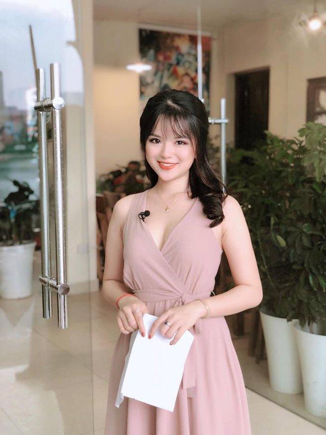 Nhan sắc nóng bỏng của hot girl đóng phim từ năm 10 tuổi thành MC VTV - Ảnh 3.