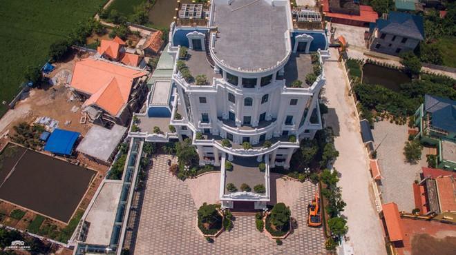 Đại gia Ngô Văn Phát bị khởi tố: Chủ nhân những tòa lâu đài nổi tiếng nhất nhì Việt Nam giàu có cỡ nào? - Ảnh 1.