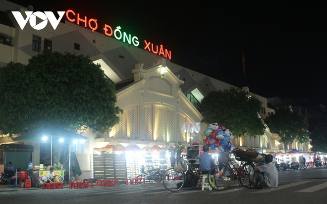 Hình ảnh: Mưu sinh trong đêm của những lao động tự do ở Hà Nội - Ảnh 1.