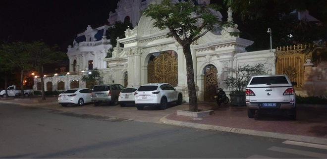 Khám xét xuyên đêm biệt thự hoành tráng của đại gia Ngô Văn Phát - Ảnh 4.