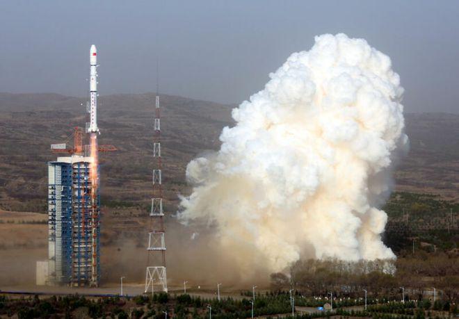 Tên lửa Trung Quốc rơi gần trường học, tạo ra đám mây khí độc màu cam khổng lồ - Ảnh 2.