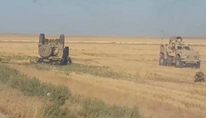 Thiết giáp Nga húc tung xe bọc thép Mỹ ở Syria: Căng đỉnh điểm, có thể bùng nổ xung đột? - Ảnh 1.
