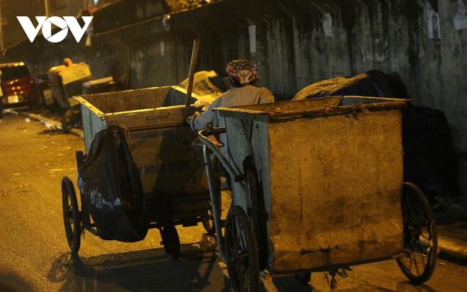 Hình ảnh: Mưu sinh trong đêm của những lao động tự do ở Hà Nội - Ảnh 4.