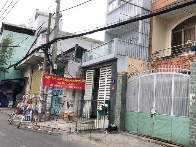 TPHCM: Phong tỏa, cách ly ngôi nhà người phụ nữ nhập cảnh chui ở Q.Tân Phú - Ảnh 1.